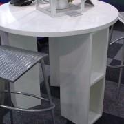 カタログラックを兼ね備えたテーブル 3つのラックに天板を載て完成