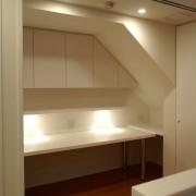 階段裏の書斎