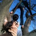 日曜日の気晴らしに、娘たちと木登りをしました