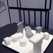 新しい視点で装飾を機能化する 装飾が解体し家具になる 片付けると装飾になる
