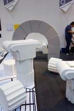cocolomiブースでは、左は澄川伸一さんと右は浅野デザイン研究所の浅野さんに囲まれてかなり緊張しました