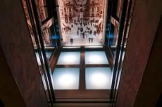 エレベーターの内部